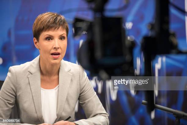 female journalist - newscaster stock pictures, royalty-free photos & images