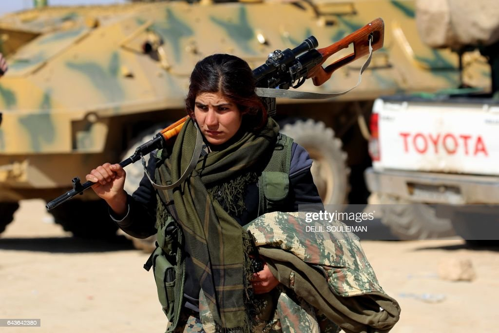 TOPSHOT-SYRIA-CONFLICT-KURDS-RAQA-DEIR EZZOR : ニュース写真