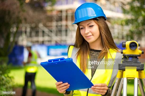 Femme land surveyor