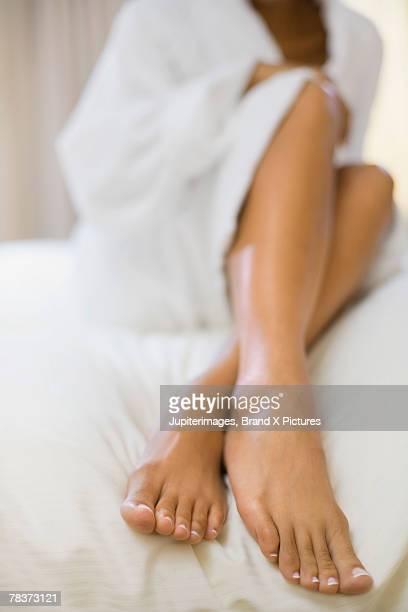 female legs - black pedicure fotografías e imágenes de stock