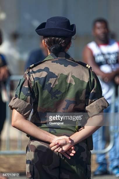 lieutenant féminin dans français armée - armée photos et images de collection