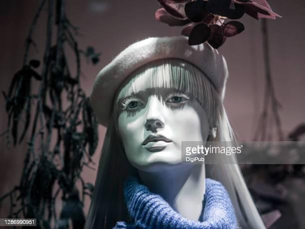 female like mannequin - 実物大 ストックフォトと画像