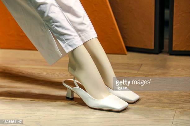 female like mannequin wearing shoes - 実物大 ストックフォトと画像