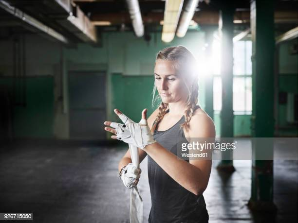 female martial artist preparing for a fight - voorbereiding stockfoto's en -beelden
