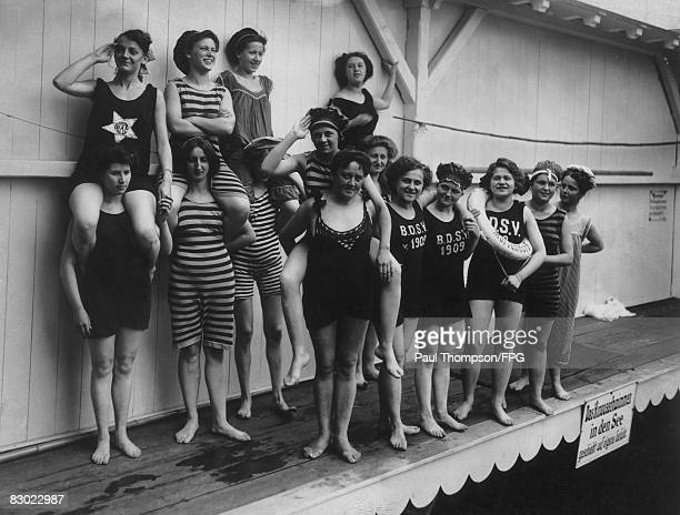 Female members of the DSV in Berlin, 1909.