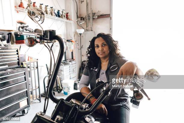 female motorcycle mechanic - motorcycle stock pictures, royalty-free photos & images
