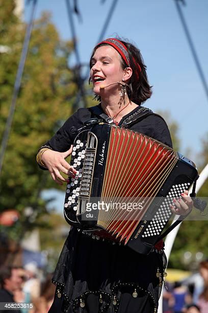 Weibliche Musiker im Konzert