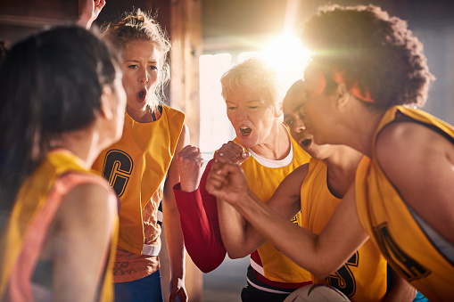 Female netball team preparing to training in gym. - gettyimageskorea