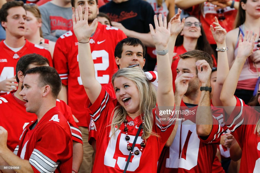 A Female Ohio State Fan Cheers During Game Action Between The Army Photo D Actualite Getty Images