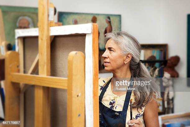 a female painter in her studio - artist stock pictures, royalty-free photos & images