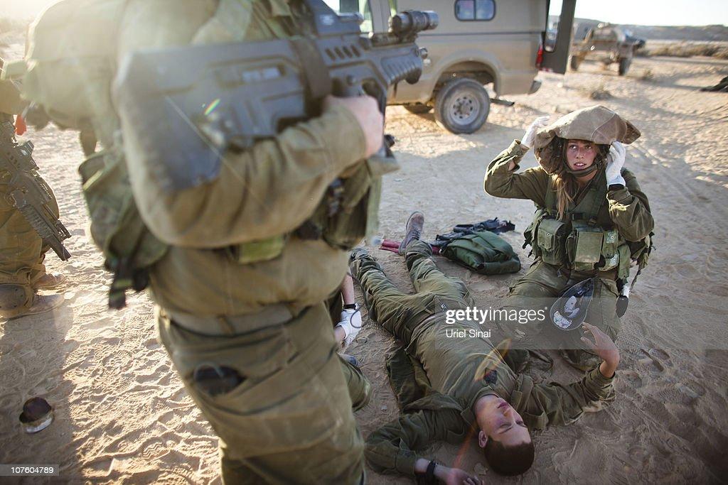 IDF Mixed-Sex 'Karakal' Battallion In Training : News Photo