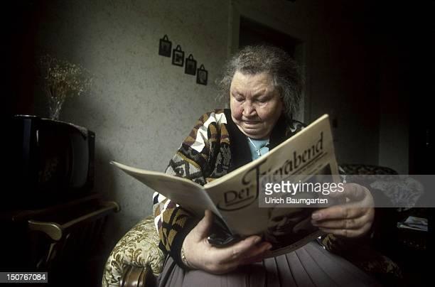 Female pensioner reads Der Feierabend