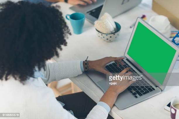 female programmer working in her office - chroma key foto e immagini stock