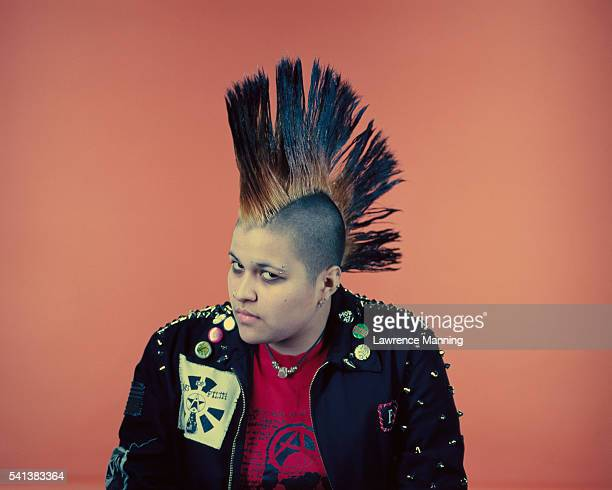 female punk with large mohawk - mohawk stock pictures, royalty-free photos & images