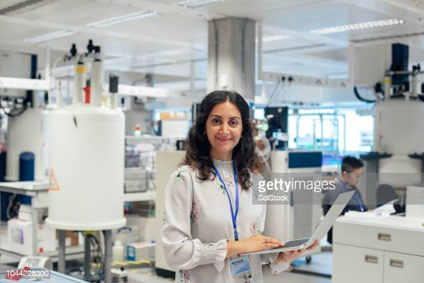female role model in science, disease diagnostiscs. - place of research stock pictures, royalty-free photos & images
