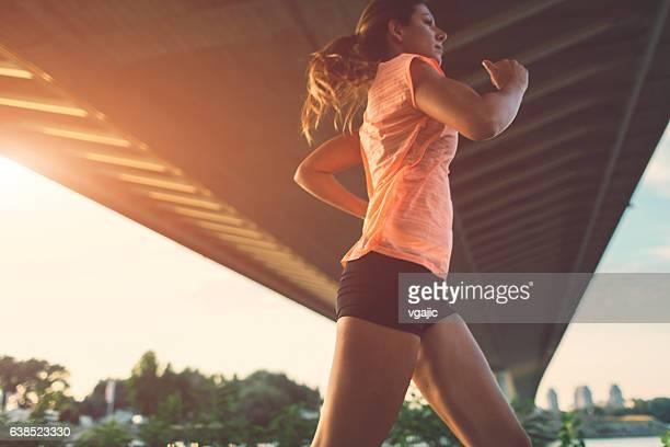 女性ランナー。