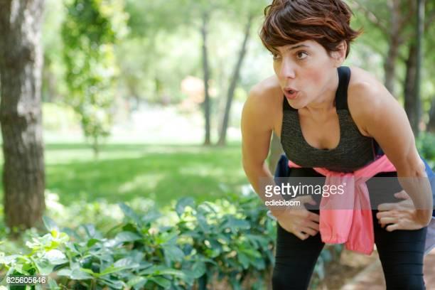 Mujer corredor en reposo