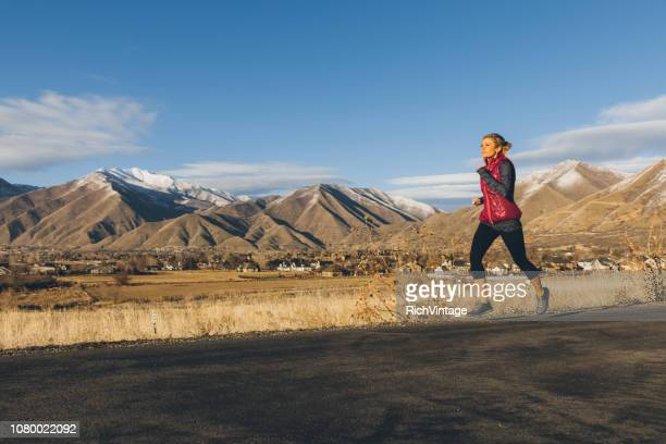 female running in late winter - endurance race stock pictures, royalty-free photos & images