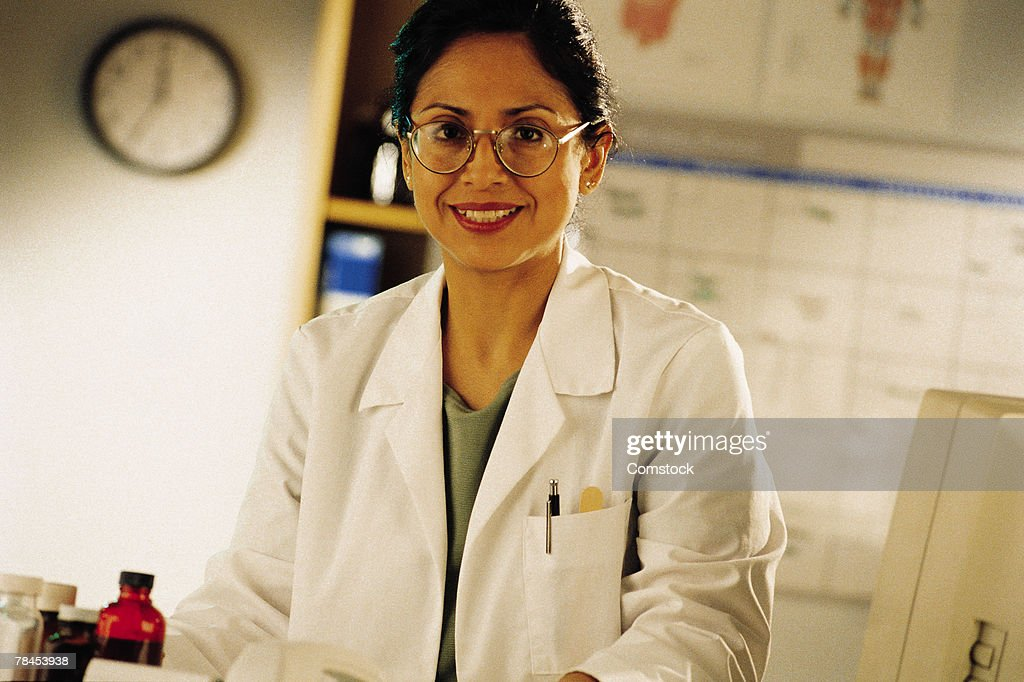 Female scientist in laboratory or office : Stockfoto