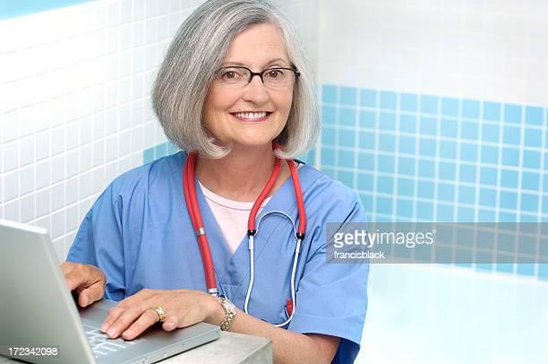 Weibliche senior Arzt
