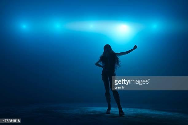 female singer on the stage - zanger stockfoto's en -beelden