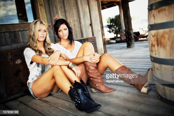 female sister beauties sitting country style - countrymusik bildbanksfoton och bilder