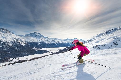 Female skier on track 514645406