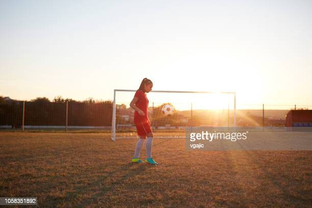 female soccer player - women's football stock pictures, royalty-free photos & images