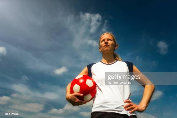 female soccer player  - frauenfußball stock-fotos und bilder