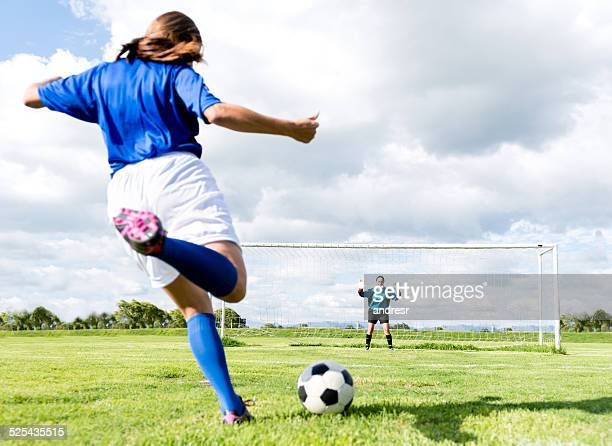 female soccer players - goalie goalkeeper football soccer keeper stock pictures, royalty-free photos & images