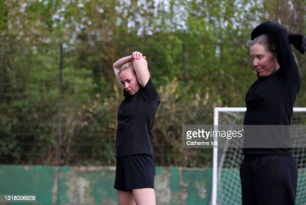female soccer players stretching and warming up on soccer pitch - menopossibilities stock pictures, royalty-free photos & images