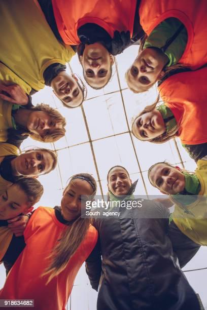 líos de equipo de fútbol femenino - club de fútbol fotografías e imágenes de stock