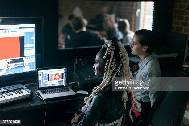 female sound engineers watching a band playing - recording studio stock pictures, royalty-free photos & images