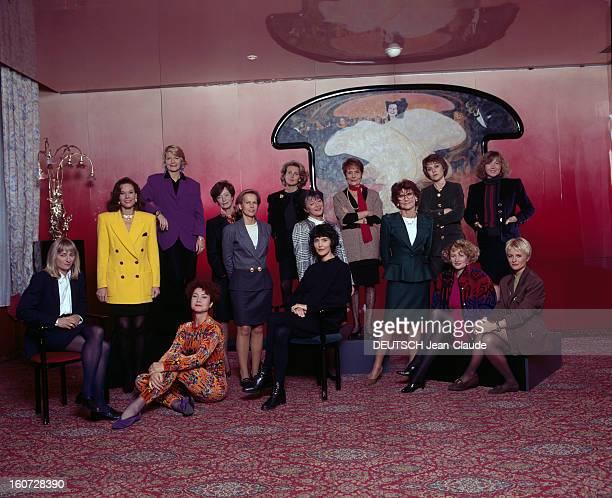 Female Stars Of Television Paris janvier 1992 Lors d'une séance de portrait de groupe des personnalités féminines de la télévision française de...