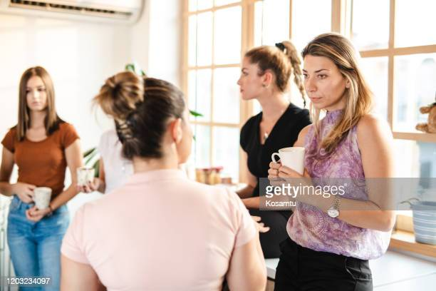 female students chit chating on a coffee break - free business coaching stock pictures, royalty-free photos & images