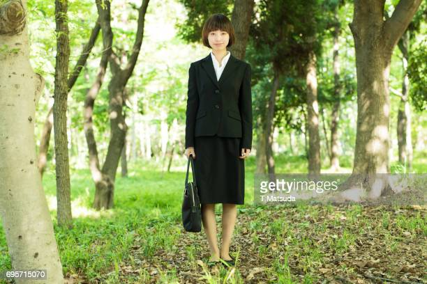 Female students wear a black suit for job hunting