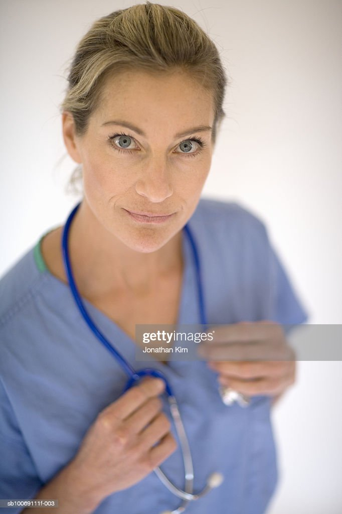 Female surgeon with stethoscope, portrait : Stockfoto