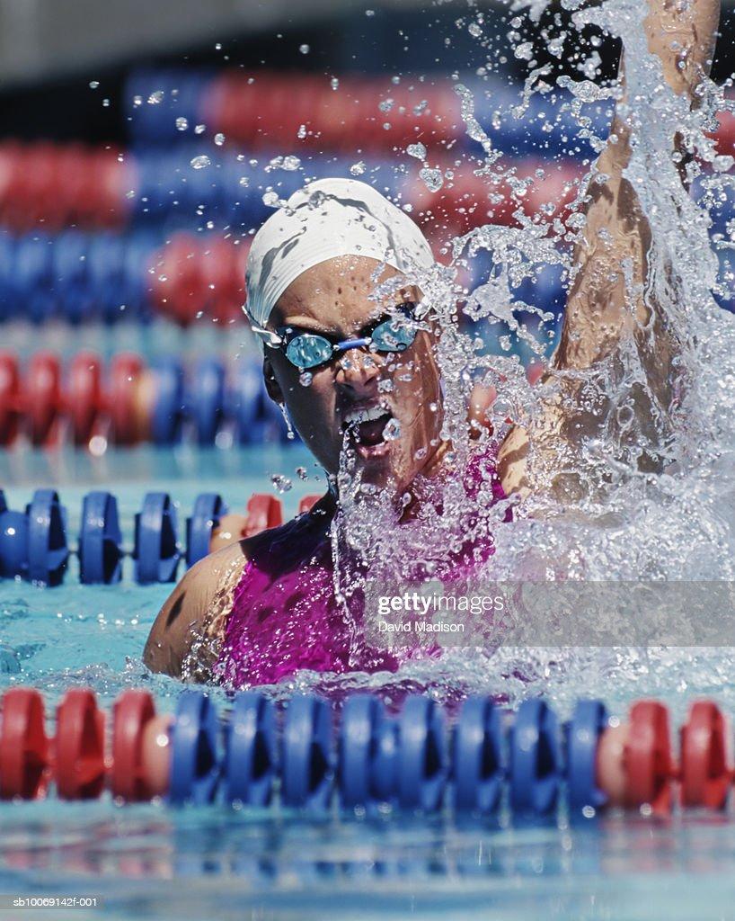 Female swimmer celebrating victory in swimming pool : Stockfoto