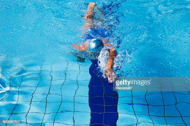 female swimmer crawling in pool - length stock pictures, royalty-free photos & images