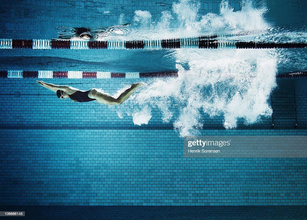 Female swimmer underwater in pool : Stock Photo