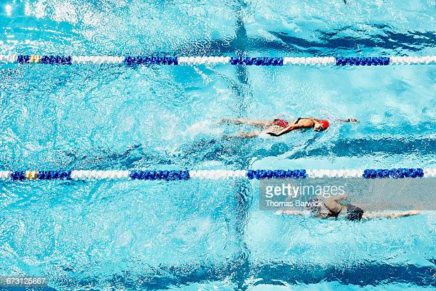 female swimmers swimming in opposite directions - length stock pictures, royalty-free photos & images