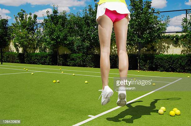 female tennis player jumping (low section) - fesses culotte photos et images de collection