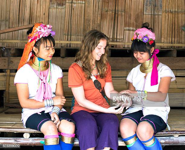 female tourist and local traditionally-dressed women, chiang mai, thailand - hugh sitton stockfoto's en -beelden