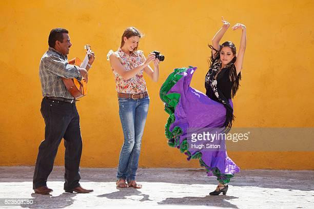 female tourist taking picture of flamenco dancer - hugh sitton bildbanksfoton och bilder