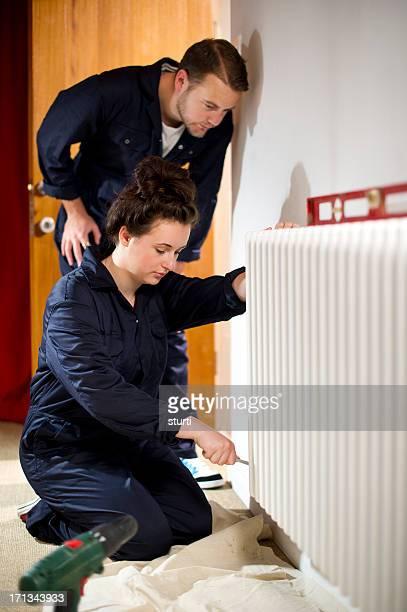 Weibliche trainee Klempner