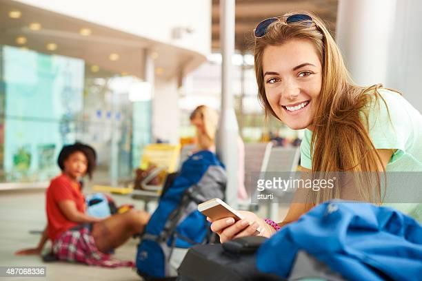 Voyageuse mises à jour à ses médias sociaux