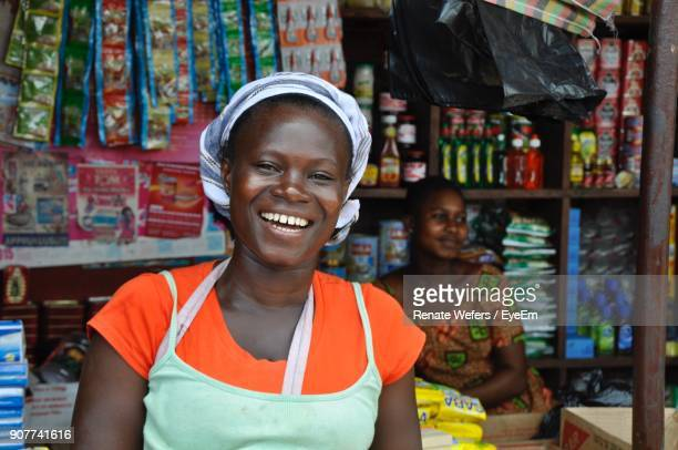 female vendors at store - afrika stockfoto's en -beelden