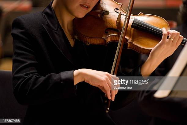 雌人のバイオリン奏者