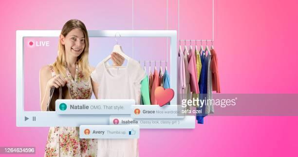 apresentação do vestido vlogger feminino - desfile de moda - fotografias e filmes do acervo