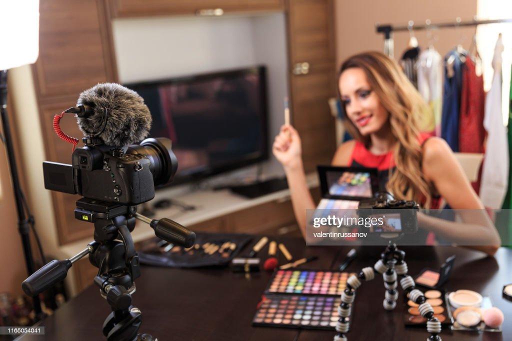 Vidéo de maquillage de tournage de vlogger féminin : Photo